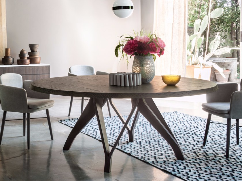 Oval wooden table WOW by Lema