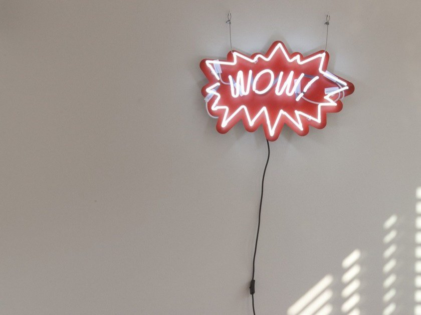 Wall-mounted neon light installatio WOW by sygns