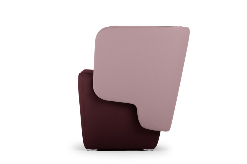 Guest chair with armrests WRAP | Easy chair by True Design