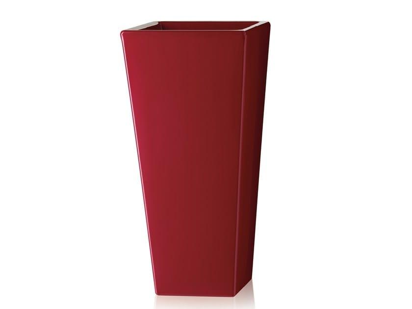 Polyethylene garden vase Y-POT by SLIDE
