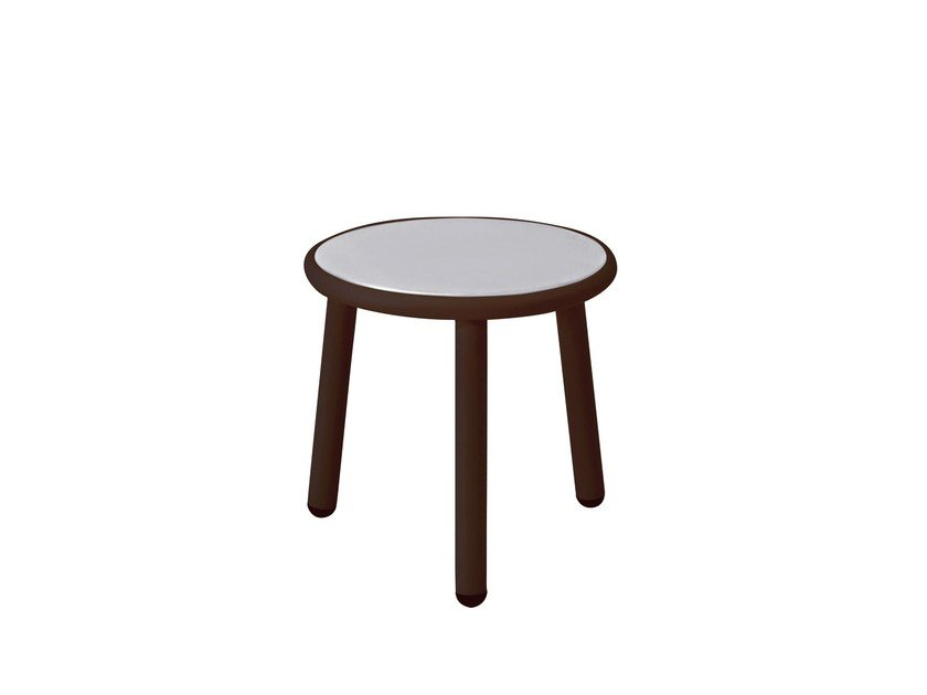 Low round coffee table YARD by emu