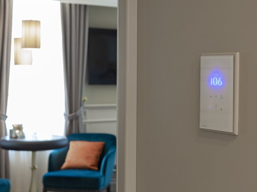 Sistema di building automation per strutture alberghiere YOUR LIGHT by Microdevice