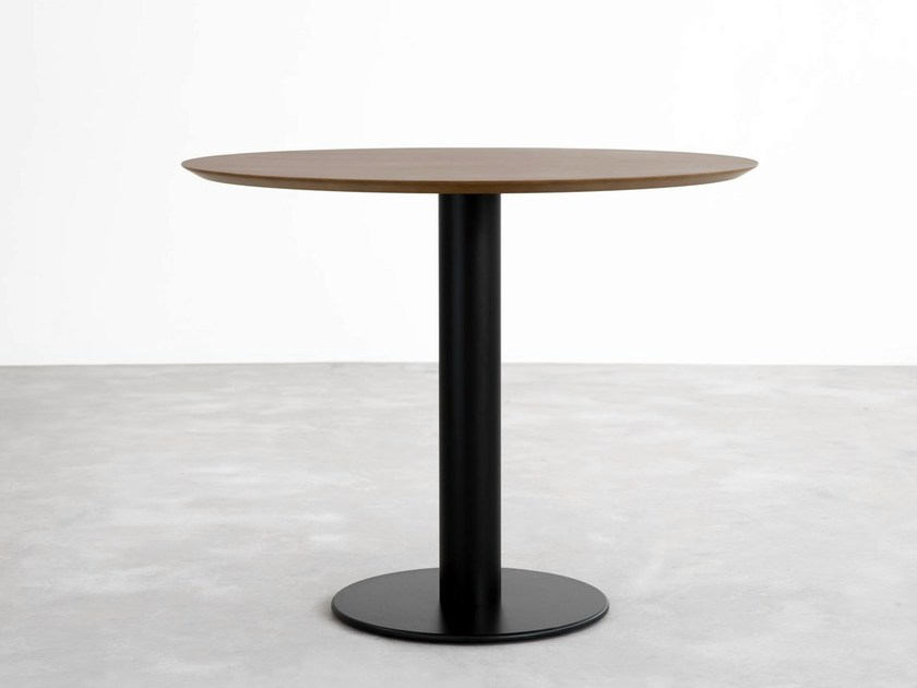 Round wooden table ZERO | Wooden table by STUA