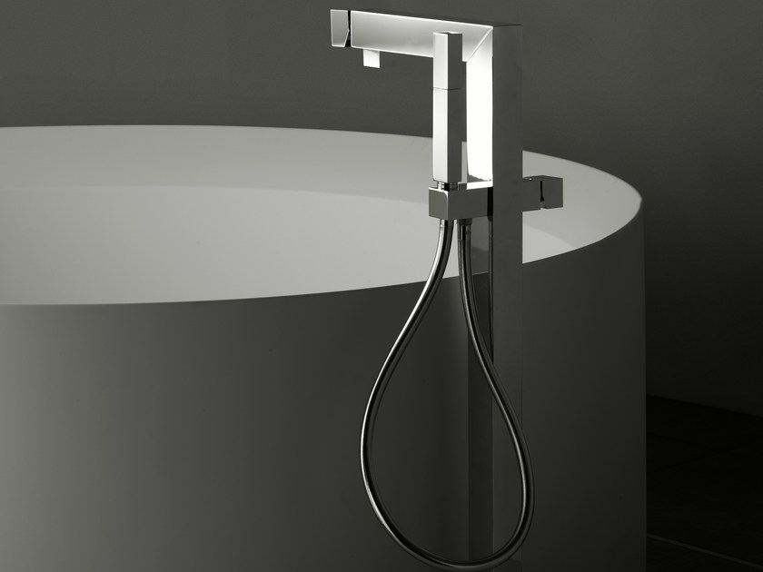 Floor standing bathtub tap ZEUS Q | Bathtub tap by Signorini