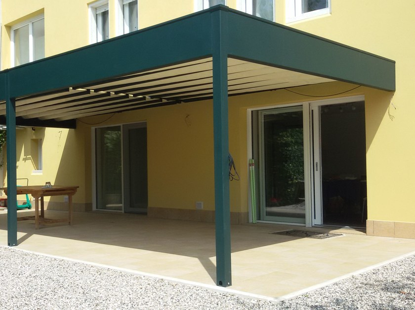 Wall-mounted pergola with sliding cover A by Adami Teloni