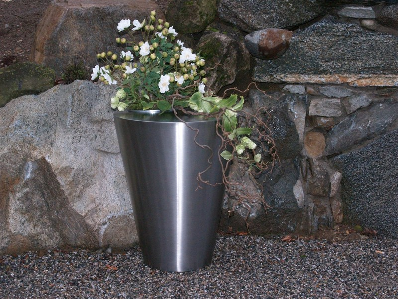 Stainless steel plant pot IRIS by Martin Design