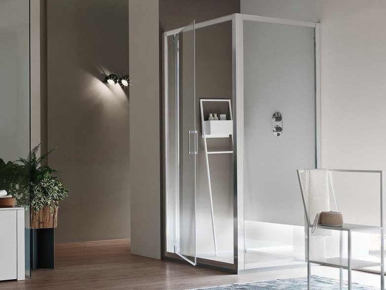 A6 | Box doccia con porta pivotante angolo pivot + lato fisso / installazione appoggio pavimento