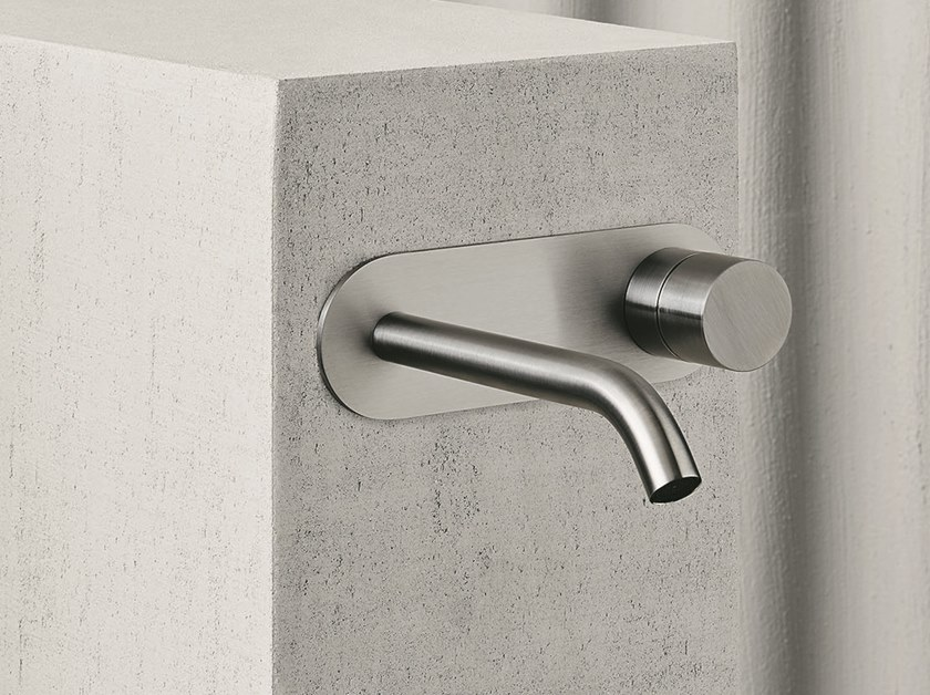 AA/27 | Washbasin tap with plate
