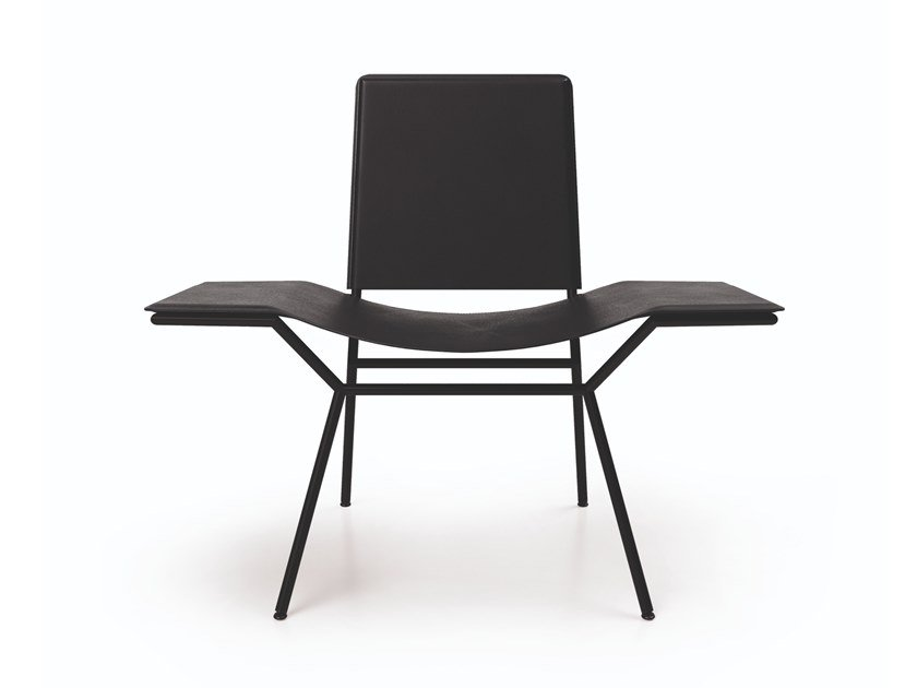 Leather easy chair with armrests AISUU | Easy chair by ZALABA Design