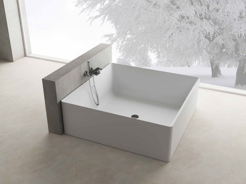 Freestanding square bathtub ARIAL by Flora Style