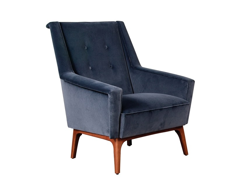Fabric armchair with armrests SODRÉ | Armchair by Branco sobre Branco