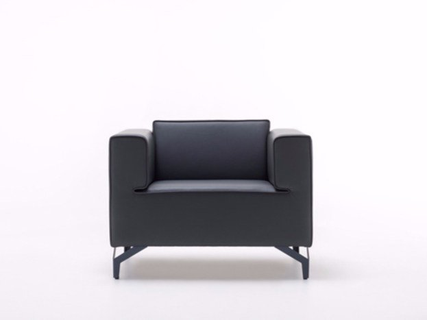Leather armchair with armrests NEO | Armchair by ersa