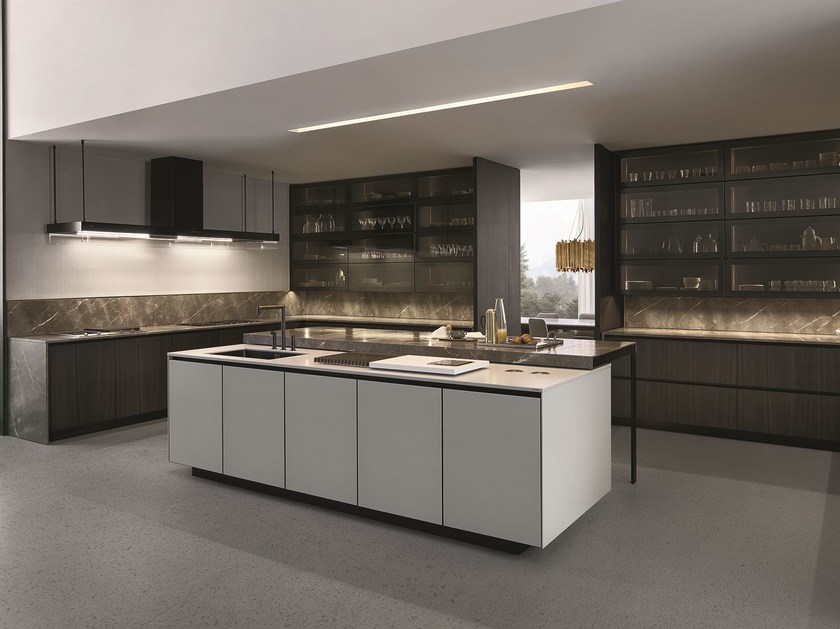 Lacquered kitchen with island with integrated handles ARTHENA by Varenna by Poliform