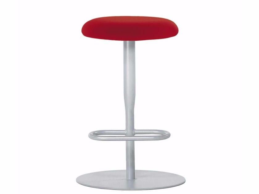 Sgabello girevole ad altezza regolabile con poggiapiedi atlas stool
