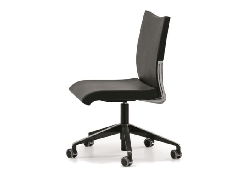 Sedia ufficio operativa ad altezza regolabile in pelle a 5 razze con ruote AVIA 4100 by TALIN
