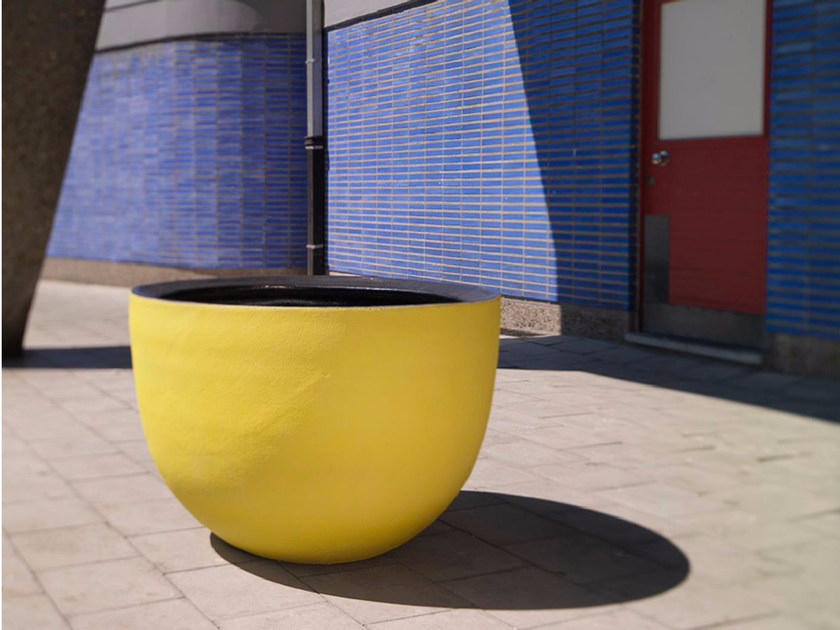 Terracotta garden vase AXEL by Domani