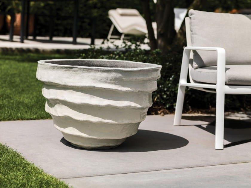 Terracotta garden vase BAJA by Domani