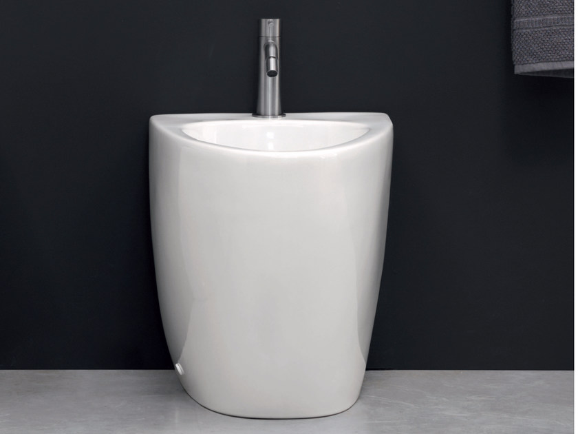 Floor mounted ceramic bidet BARCA | Floor mounted bidet by Nic Design