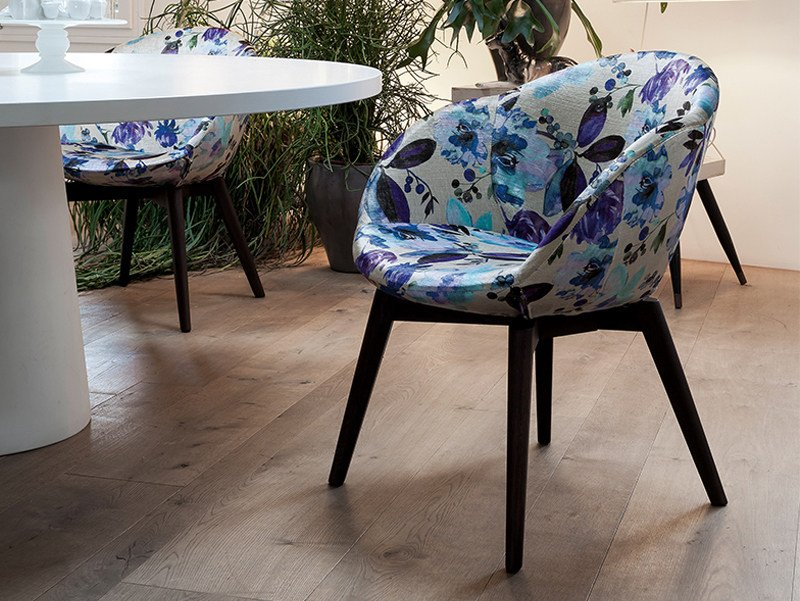 Upholstered fabric easy chair with armrests BEA | Easy chair by Dall'Agnese