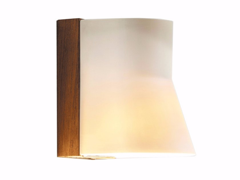 Lampada da parete per esterno a luce diretta in teak BEACON WALL by Royal Botania