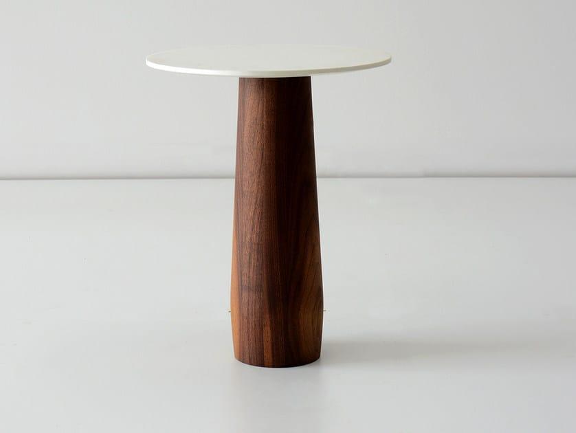 Tavolino rotondo in noce da salotto BEDFORD | Tavolino in noce by hollis+morris