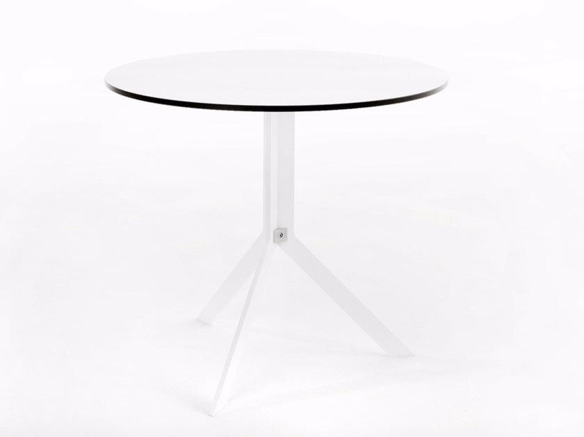 Folding round table BISTRO TABLE by conmoto