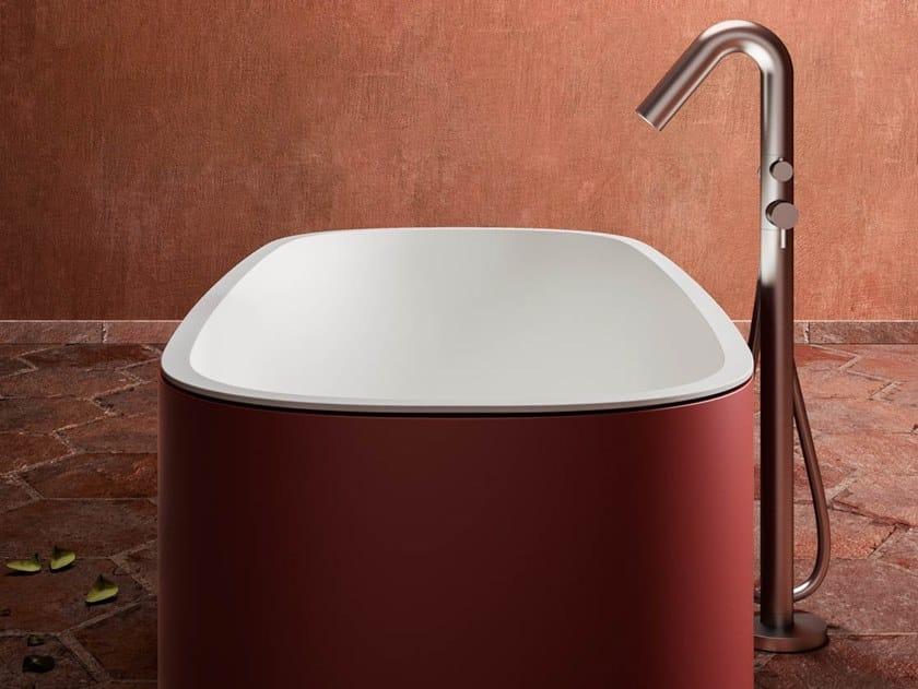 Vasca da bagno centro stanza ovale in Ksolid BLONDECRAZY by Karol