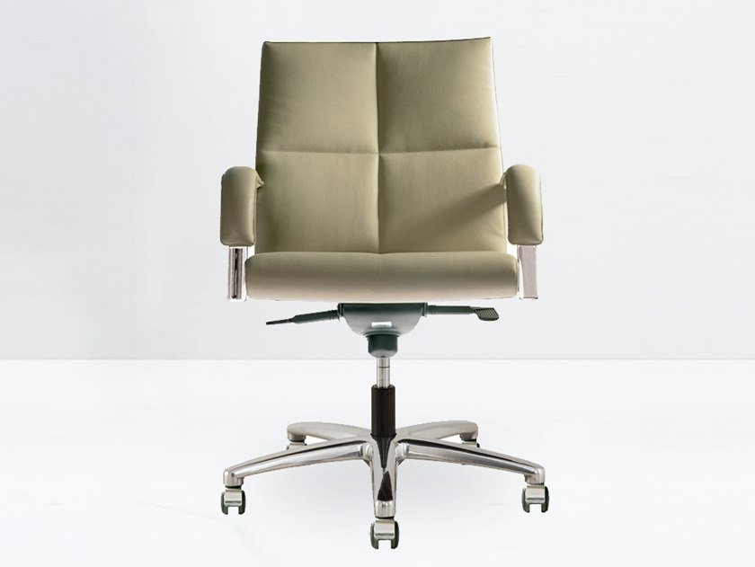 Height-adjustable task chair with armrests BOSS 10.025/6-B by delaoliva