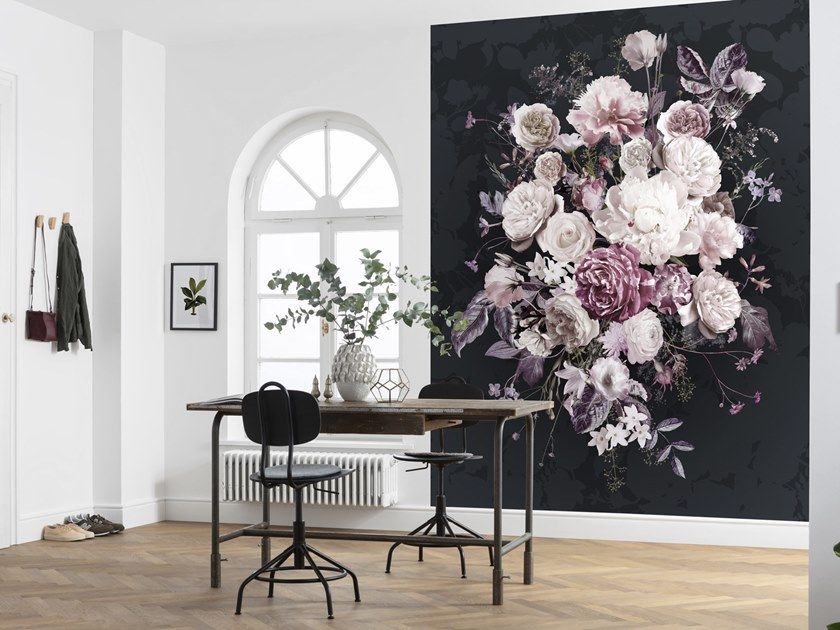 Nonwoven wallpaper with floral pattern BOUQUET NOIR by Komar