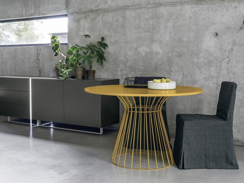 Lacquered round table BRIGITTE   Lacquered table by Gruppo Tomasella