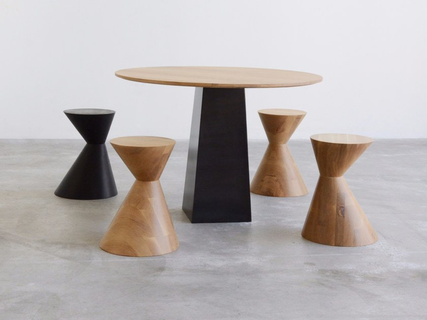 Round solid wood table BROCKTON by hollis+morris