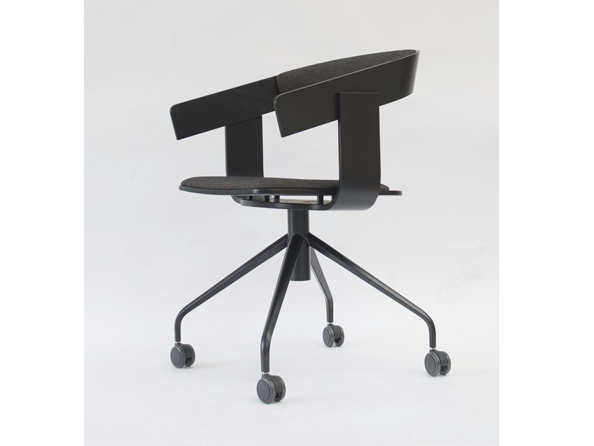 Chair with 4-spoke base with armrests with casters BuzziFloat CrossPlus by BuzziSpace
