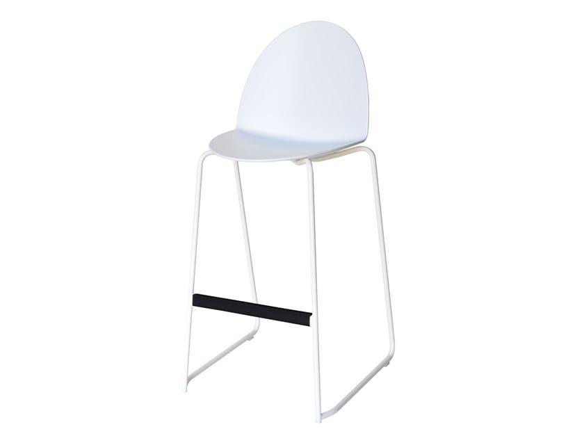Sled base high stool with back CAMEL | Sled base stool by Segis