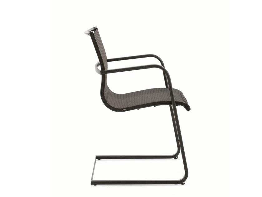 Cantilever training chair with armrests EM202 MESH | Cantilever training chair by Emmegi