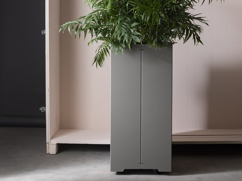 High galvanized steel planter with casters CAPE   High planter by Matière Grise