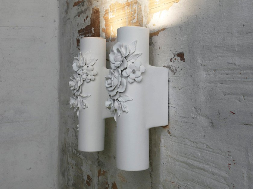 Plafoniera Fiori Bianca : Applique a luce indiretta in ceramica pasta bianca capodimonte