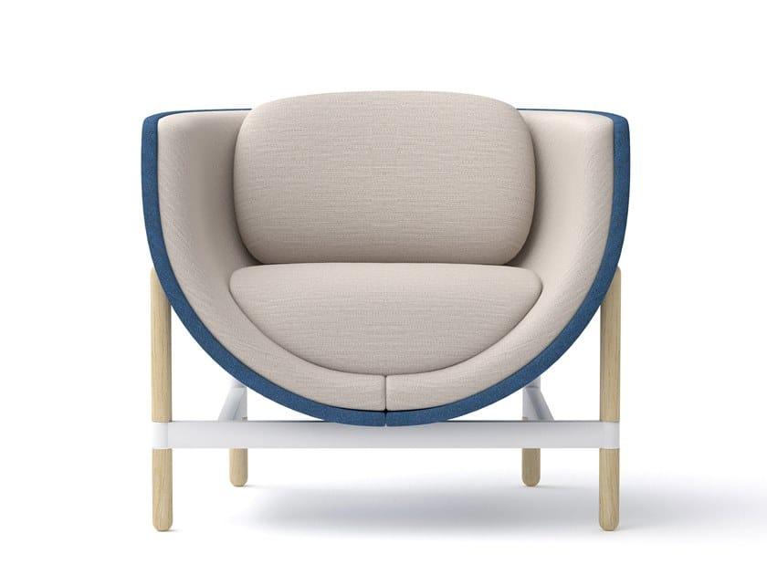 Sessel aus Stoff mit Armlehnen CAPSULE LOUNGE | Sessel by Casala