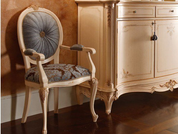 Upholstered chair with armrests CASA PRINCIPE | Chair by Valderamobili