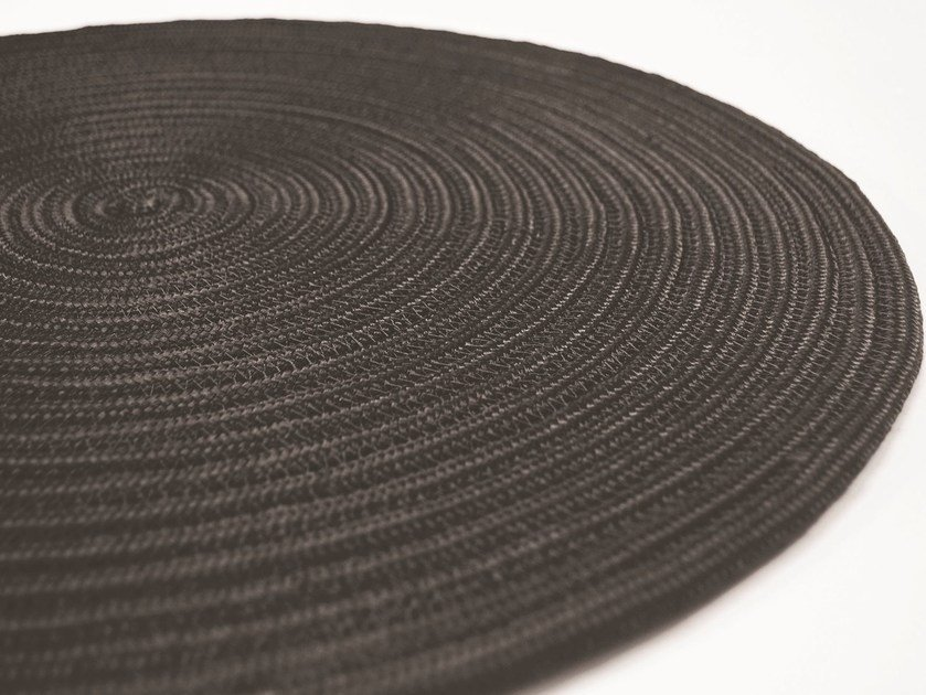 Handmade round rug CAYMAN PLAIN by Besana Moquette