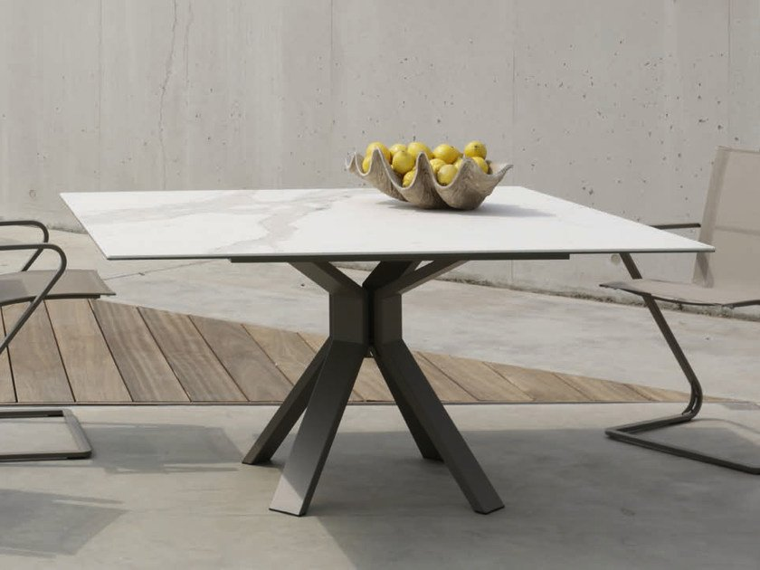 Square marble dining table CENTRO | Square table by Joli