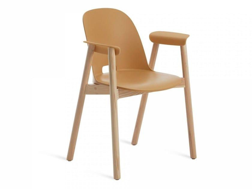 Sedie In Legno Con Braccioli : Alfi sedia con braccioli collezione alfi by emeco design jasper