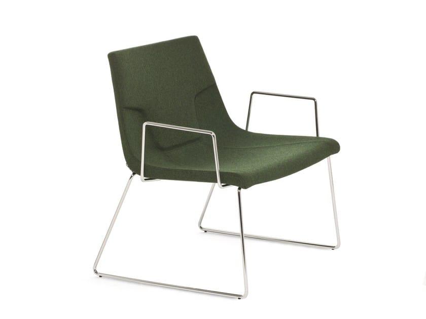 Sedia a slitta con braccioli ELLE 70 | Sedia con braccioli by Emmegi