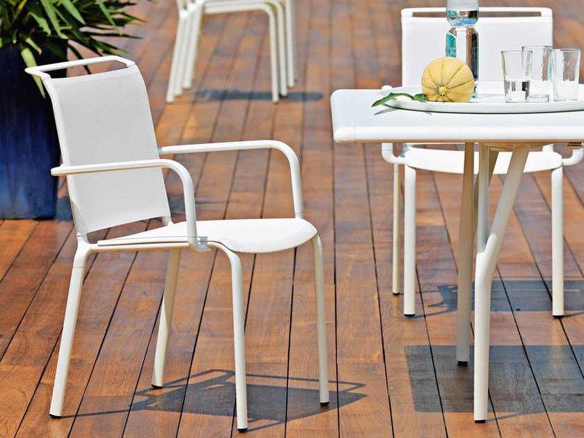Aluminium garden chair with armrests ATLANTIS | Chair with armrests by Unopiù