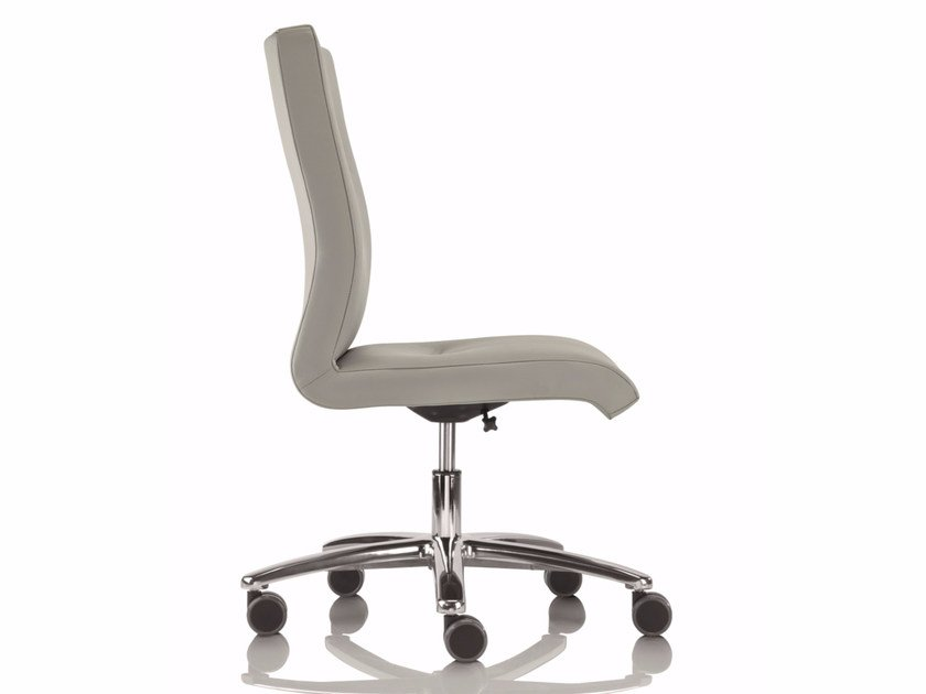 Low back executive chair with 5-spoke base with armrests YOUSTER | Swivel executive chair by Luxy