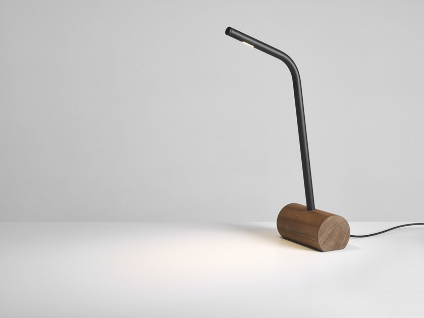 LED wooden desk lamp CHAMFER | Wooden table lamp by PER-USE