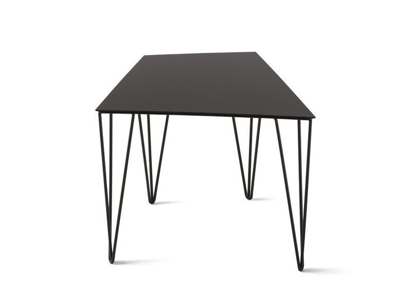 Low lacquered coffee table CHELE TRAPEZOIDAL by Atipico