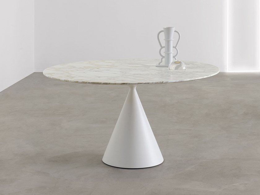 Round Calacatta Oro marble table CLAY | Round table by Desalto
