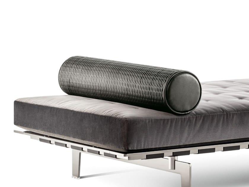 Cuscino cilindrico in pelle CLAYTON | Cuscino by Poltrona Frau