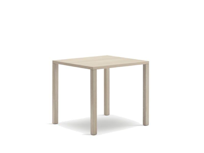 Tavolo quadrato in legno per contract CLIENT | Tavolo in legno by Wiesner-Hager