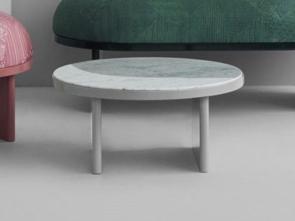 Low round coffee table ANZA | Coffee table by PLEASE WAIT to be SEATED